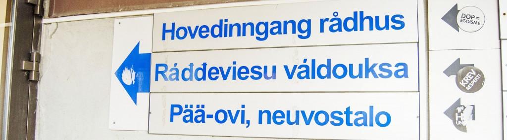 Rådhuset i Porsanger har allerede hatt kvensk skilting i flere år. Kuva Heidi Nilima Monsen