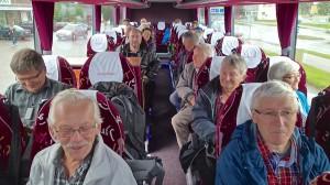 En spent og glad gruppe på vei til forfedrenes røtter.