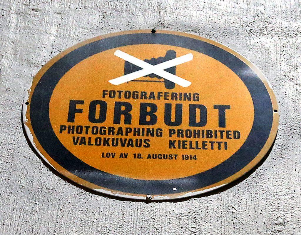 Finsk skilt på Nato-basen