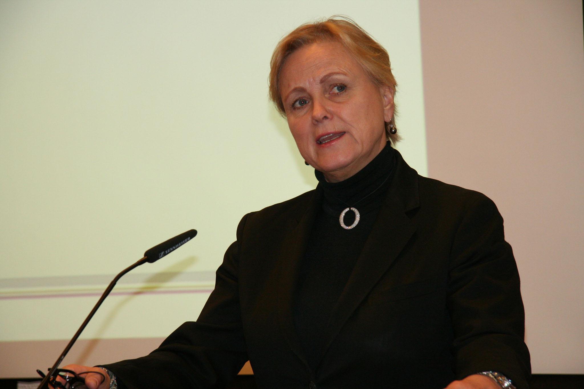 Kulturministeren lover ingenting