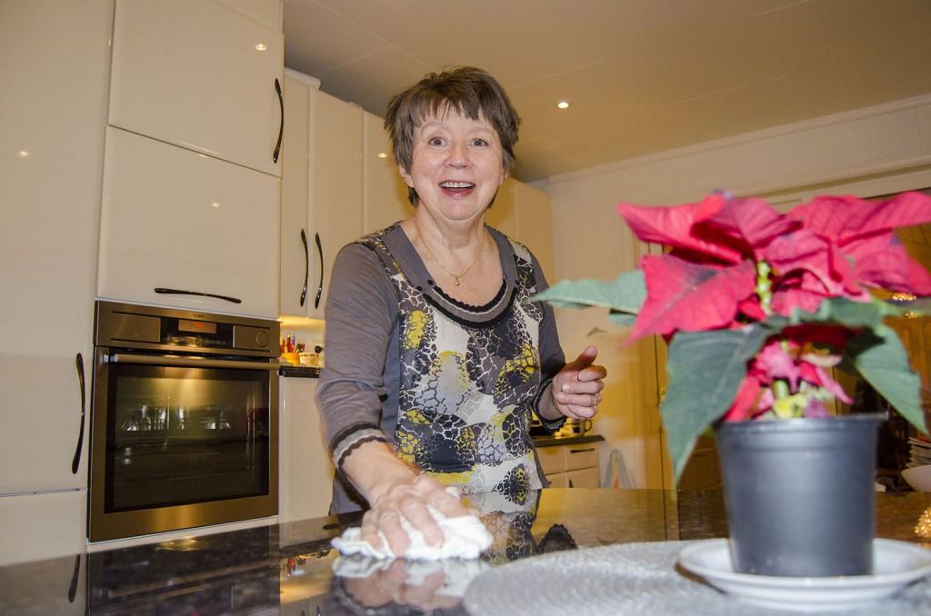 Dagny Olsen minnes barndomens jul som en ren og stille høytid. KUVA HEIDI NILIMA MONSEN