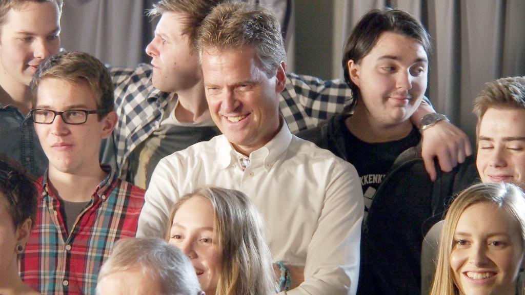 Tromsø-ordfører Jens Johan Hjort storkoste seg under innspillingen. –Det er hyggelig at vi politikere kan være med å heie fram kvensk og samisk, to språk og kulturer som har vært holdt nede, sa han.