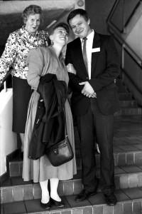 En gang i tiden var tonen god mellom Bjørnar Seppola og Eira Söderholm. Bildet ble tatt under en pause under det første landsmøtet i Norske kveners forbund i Tromsø i 1990. Söderholm var gjest fra Nordnorsk finskforbund. Agnes Hanssen fra Børselv på bakgrunn. KUVA LIISA KOIVULEHTO