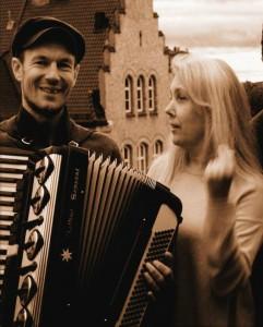 Trygve Beddari og Anne Margaret Nilsen, som begge har kvenske røtter fra Finnmark, skal presentere kvensk og finsk musikktradisjon fra Nord-Norge fra 1700-tallet og fram til moderne tid. KUVA EMIL BEDDARI