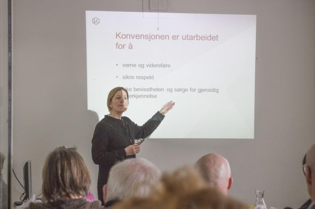 Hildegunn Bjørge forteller om mulighetene de kvenske organisasjonene har gjennom kulturarvkonvensjonen. KUVA HEIDI NILIMA MONSEN