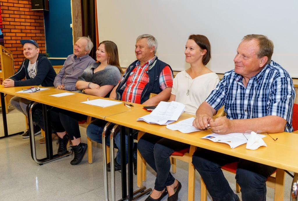 Bildtext: -Vi är ett folk med en gemensam historia, kultur och språk. Från vänster: Emil Kieri (MetNuoret), Göran Johansson (Kvänlandsförbundet), Noora Marie Ollila (Kveeninuoret), Björnar Seppola (Kvänlandsförbundet), Hilja Huru (Norske Kveners Forbund) och Bengt Niska (Svenska Tornedalingars Riksförbund). Foto: Emil Kieri
