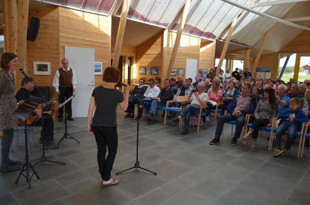 Salen på Kvensk Institutt var fyllt til randen under åpningen og konsertene.