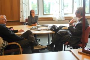 Hilja Huru og Trygg Jakola fikk et lite møte med den finske ambassadøren. KUVA HEIDI NILIMA MONSEN