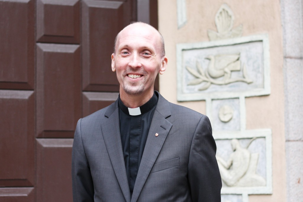 Pastori Anssi Elenius aikoo loppuvuoden aikana matkustaa ahkerasti ympäri Norjaa. Hänen mielestään on tärkeää saada luotua hyvät verkostot koko maahan. KUVA KAROLIINA HUHTANEN