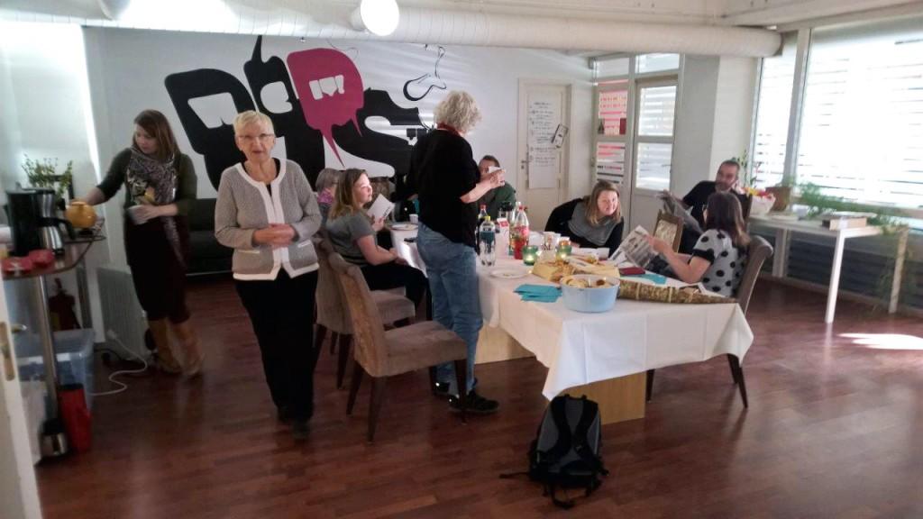 Praten rundt kaffebordet gikk på norsk, kvensk og finsk.