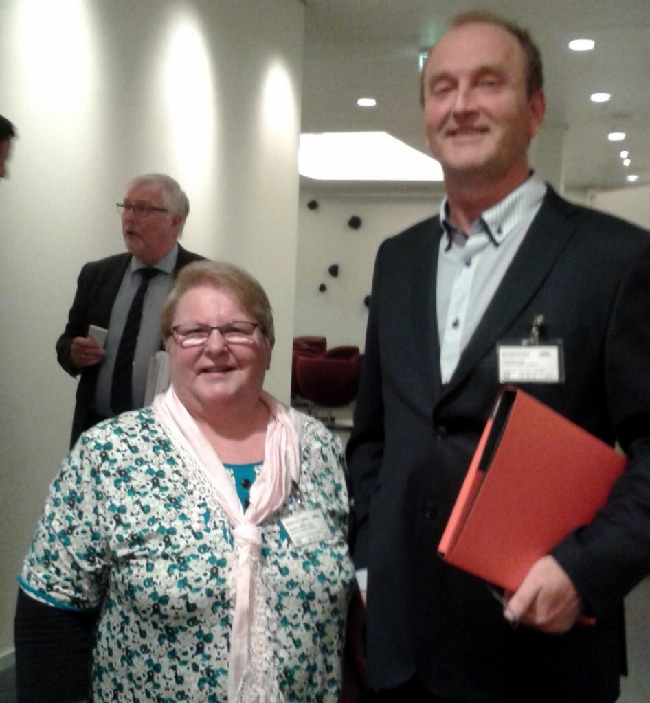 Forbundsstyremedlem Grete Alise Monsen og NKFs generalsekretær Ivar Johnsen fikk fem minutter for å snakke om kvenske problemtillinger på Stortinget. KUVA PRIVAT
