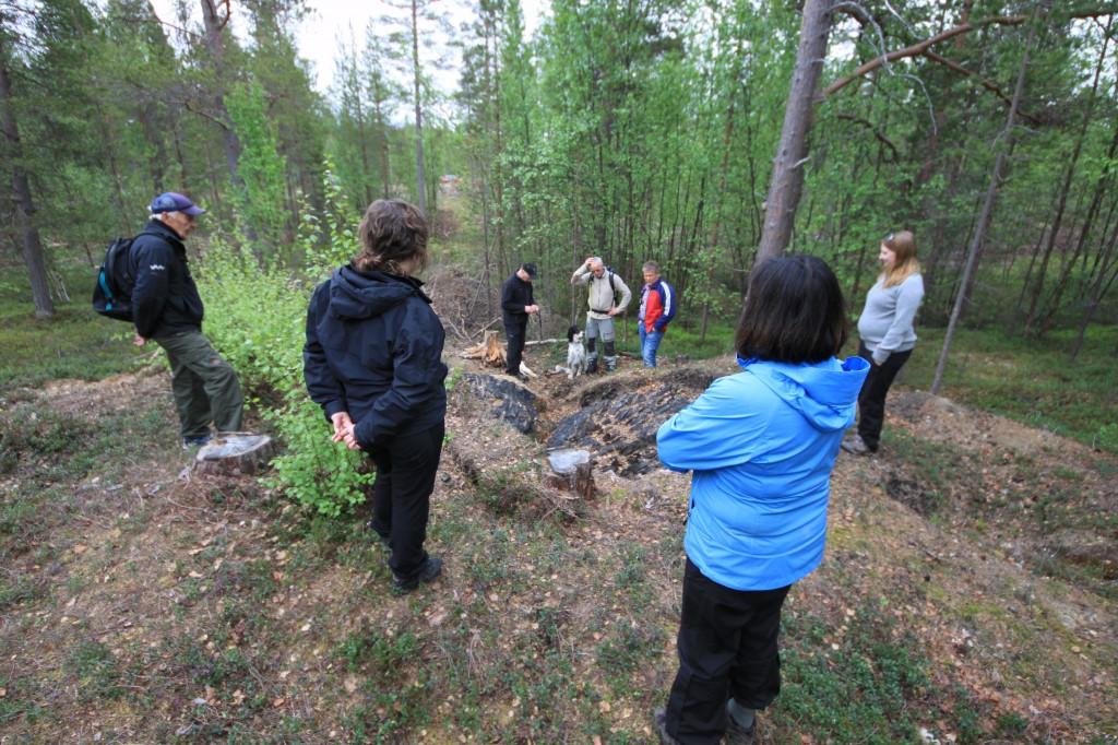 Alta Kvenforening har invitert NVE til felles befaring av tjæremila på Skillemoen. KUVA ALF E. HANSEN