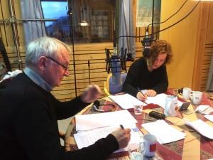 Trygg Jakola og Anna- Kaisa Räisanen i dyp konsentrasjon under innspillingen.