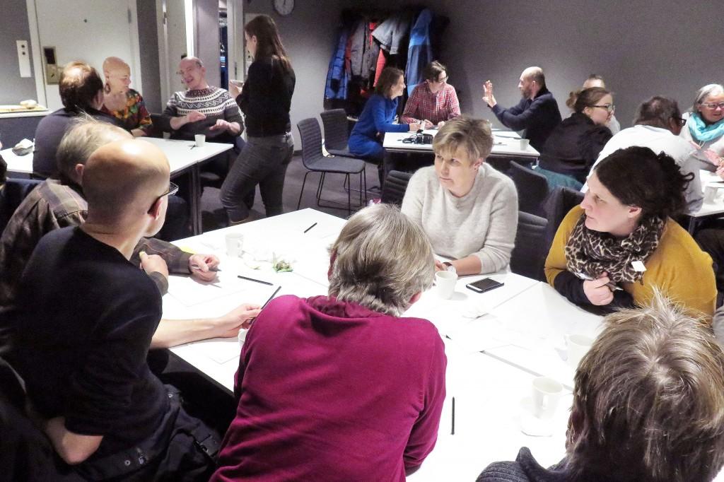 Kvensk språkkafe ble arrangert i Tromsø for første gang. Allerede førstkommende torsdag arrangerer Tromsø kvenforening en ny språkkafe. KUVAT: LIISA KOIVULEHTO
