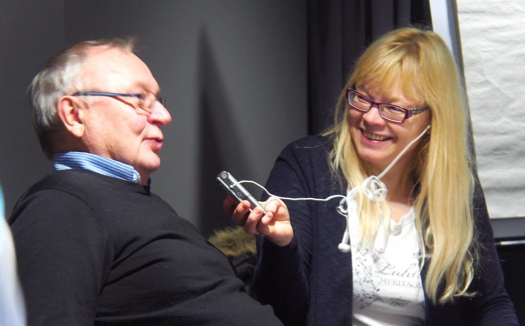 Anne Mari Rahkonen Berg, her sammen med Trygg Jakola, har vært Finsksendingas stemme de siste 24 årene. KUVA LIISA KOIVULEHTO