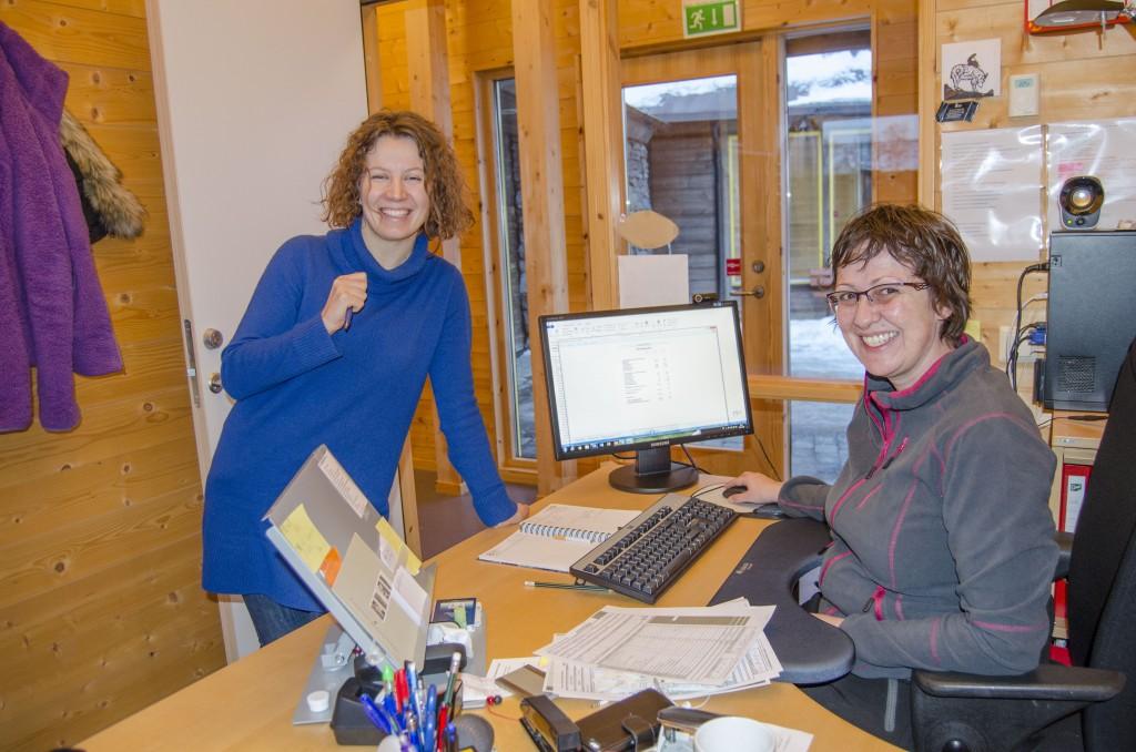 Anna-Kaisa Räisänen og Hilde Skanke ser fram til å få inn en person som kan jobbe fulltid med språkverktøy. KUVA HEIDI NILIMA MONSEN
