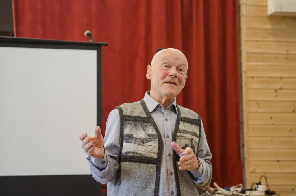 Den engasjerte historikeren Arvid Petterson har vært i arkivet og funnet fram et eksempel på språkdebatten for 112 år siden. KUVA HEIDI NILIMA MONSEN