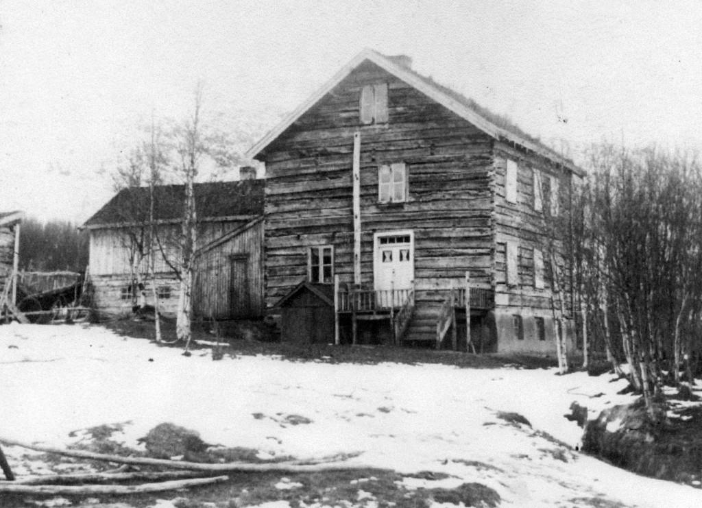 I dette huset på indre Sandøren i Balsfjord fikk Lars Andreas Fors losji hos ishavsskipper Johan Adrian Johannessen tidlig i 1855. Bildet tilhører Harald Johannessen