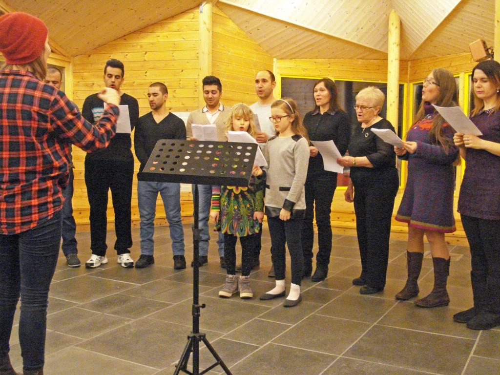 Det flerkulturelle Børselv-koret, dirigert av Anna-Kaisa Räisänen, imponerte med kvenske sanger