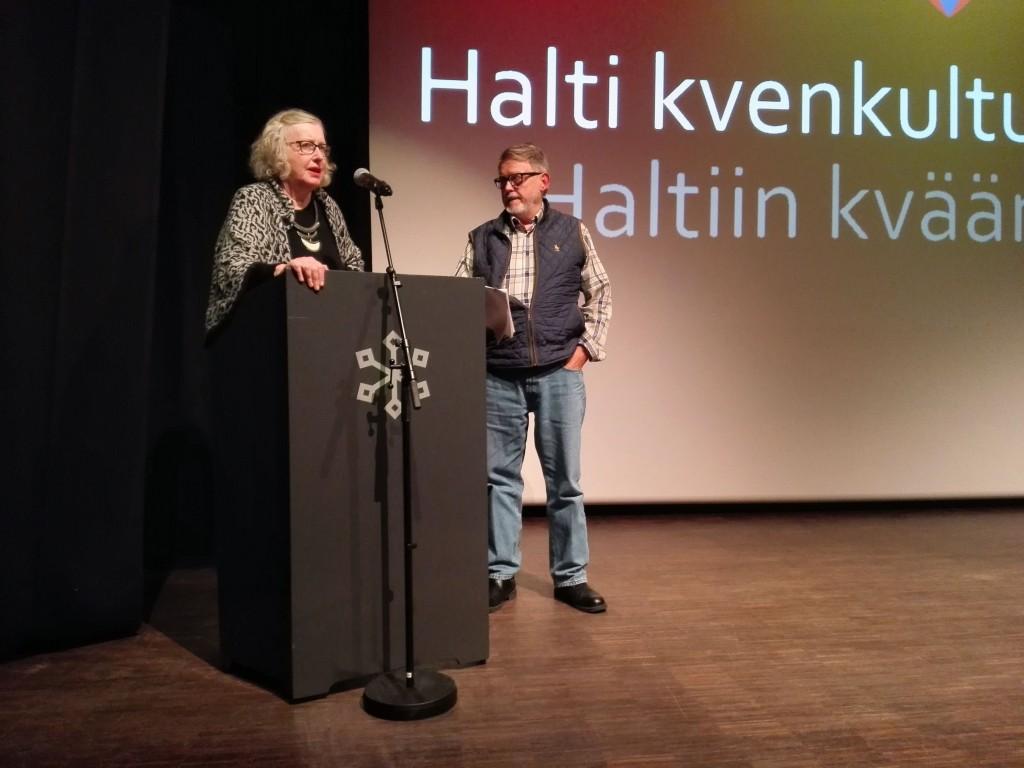 Eva Ch. Nilsen fra Rampelys og Svein-Erik Andersen fra Motiv Film forklarte grepene som var gjort i filmen. Foto: Halti kvenkultursenter