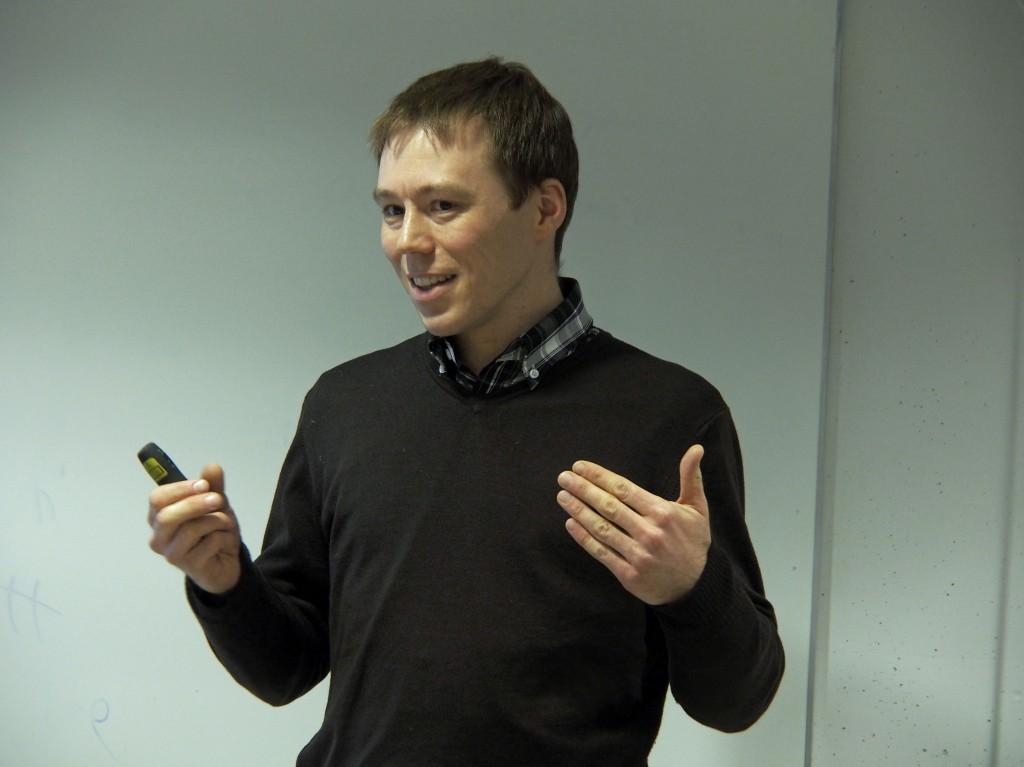 Florian Hiss holdt foredrag om kopperdriften i Kåfjord, som kvenene var sterkt involvert i.