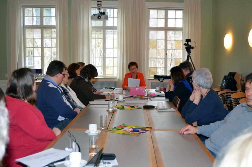 Det var mange til stedet på årsmøtet, som ble holdt i Fritt Ord sine lokaler sentralt i Oslo. KUVA SOLVEIG JOHNSEN