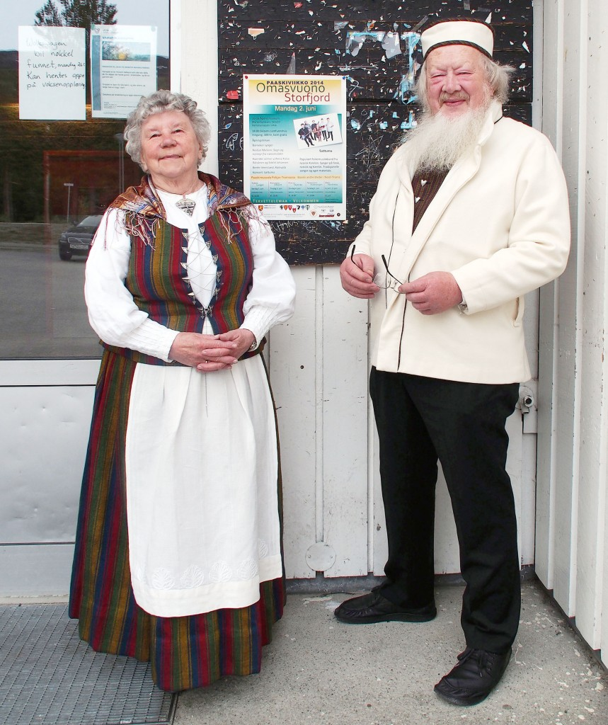 Reidun Mellem og mannen Åge har gjennom årene stått i utallige stands og solgt hennes hefter og bøker om kvener og andre folk i Nord.-Troms, og nå kommer en samlet historie mellom to permer: Kvenfolkets 500 år ved Ishavskysten. KUVAT: LIISA KOIVULEHTO