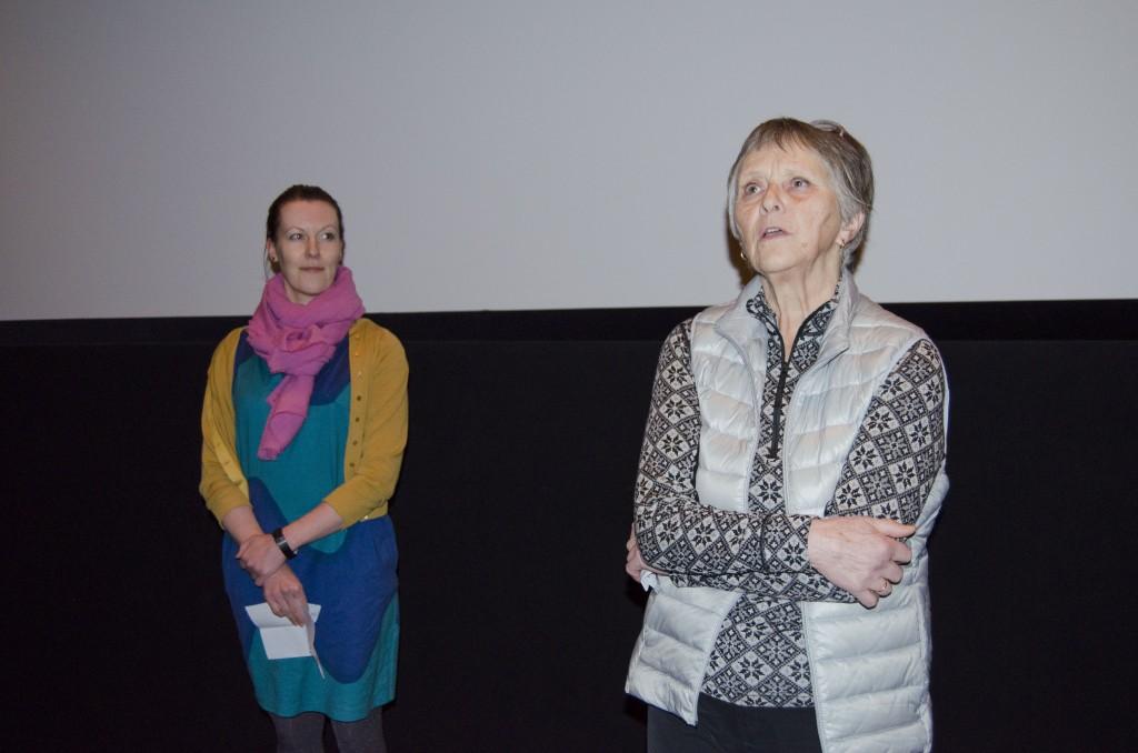 Hilja Huru og Nina Østlyngen presenterte filmene før visningen på Alta kino.
