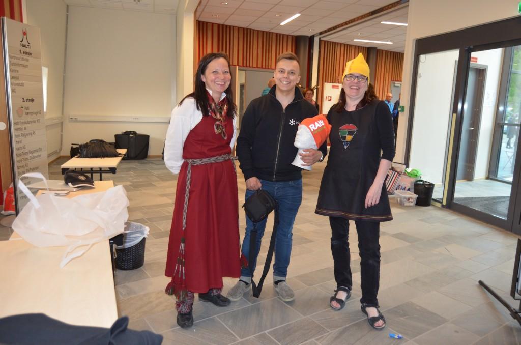 Halti Kvenkultursenter, her ved Lisa Vangen, Pål Vegard Eriksen og Tove Reibo, håper årets Paaskiviikko blir en minst like stor suksess som fjorårets kvenske kulturdager i Nord-Troms. KUVAT HEIDI NILIMA MONSEN