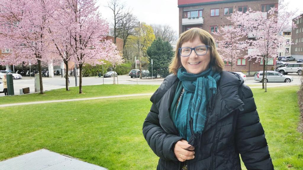 Jane Juuso ved Isak Saba-senteret i Nesseby har i flere år kurset samer som har mistet språket. – Det viktigste er å tørre og snakke. Det er et personlig ansvar å ta i bruk språket. De som er motivert, det er de som begynner å snakke, sier hun. KUVAT HEIDI NILIMA MONSEN