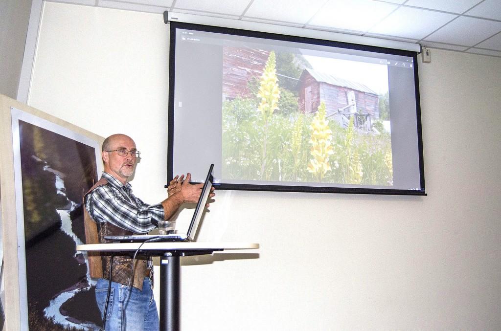 Alf E. Hansen er opptatt av å dokumentere kvenske kulturminner gjennom fotografi. Denne unike sjåen finnes i Russeluft i Alta. KUVA HEIDI NILIMA MONSEN