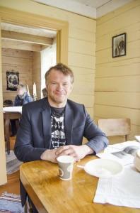 Leif Bjørnar Seppola koste seg med rømmegrøt og salmesang under familiedagen.
