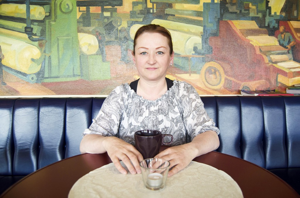 Liss Beth Gjertsen Nyby minnes barndommens samtaler på kvensk ved kjøkkenbordet. KUVA HEIDI NILIMA MONSEN