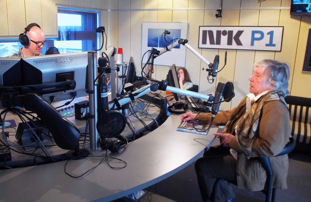 Reidun Mellem presenterte boka si på direktesending på NRK Troms 2. mai. KUVA LIISA KOIVULEHTO