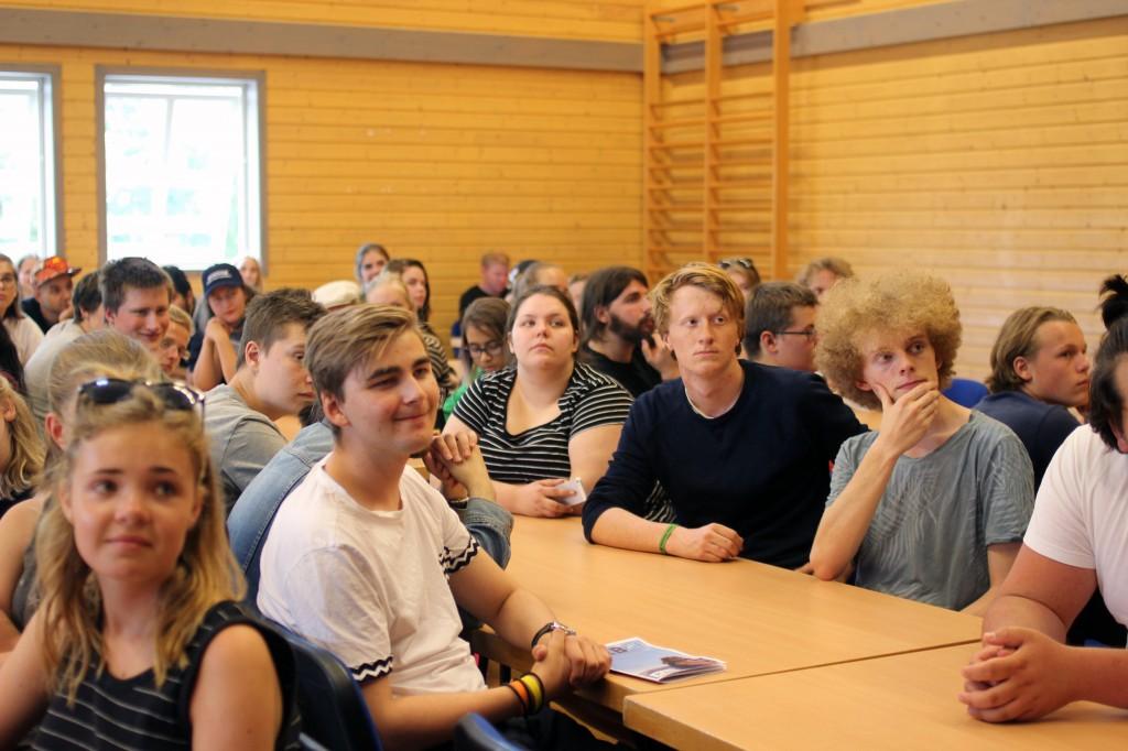 Landsmøtet til Rød Ungdom vil gjerne oppfordre de andre ungdomspartiene til å følge etter.