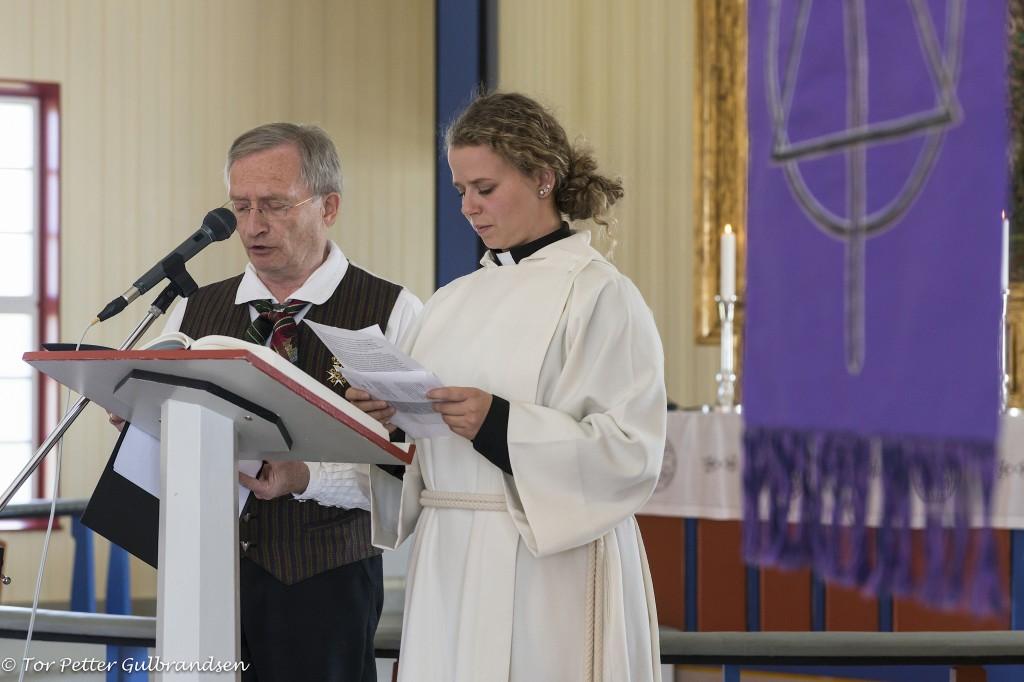 Terje Aronsen tolket gudstjenesten som ble holdt av XXX