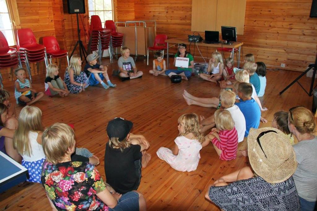 Tove Reibo fra Halti Kvenkultursenter hadde et språklig opplegg. Det var 62 deltakere på leiren, hvorav 34 var barn. I tillegg hadde de ca 30 dagsbesøkende.