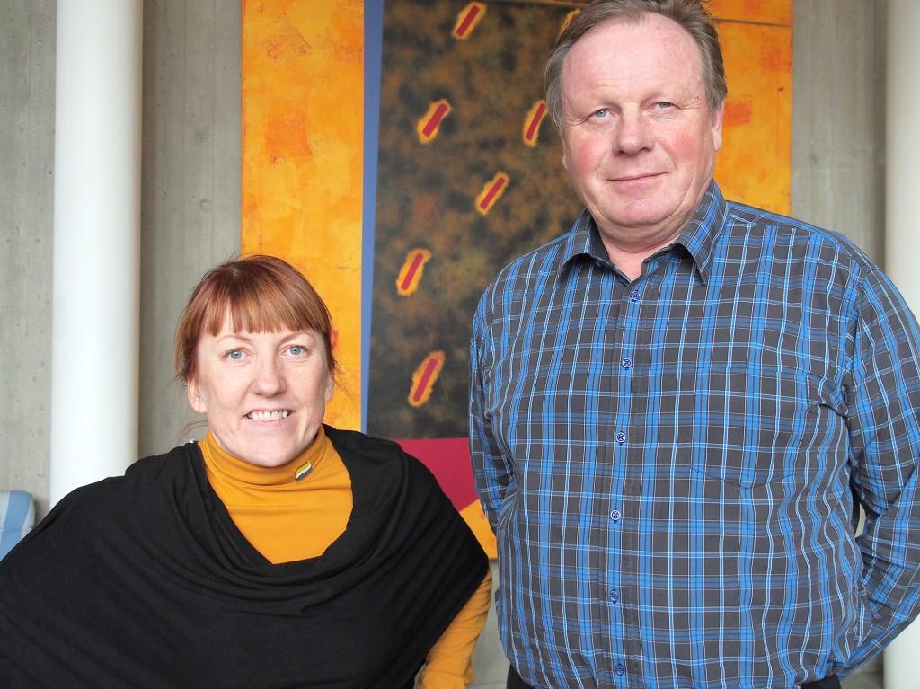 Maja Mella og Bengt Niska i STR-T krever en unnskyldning fra den svenske staten ovenfor tornedalingene. KUVA LIISA KOIVULEHTO