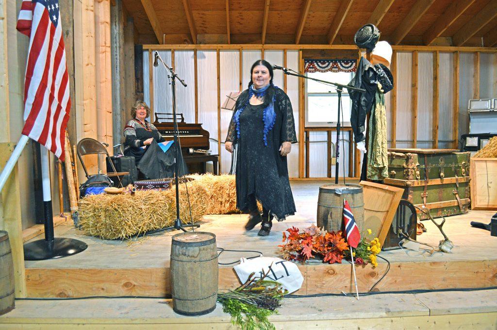 Stina Fagertun laget en forestilling med utgangspunkt i sine egne kvenske røtter fra Bomstadgreina i Balsfjord. En av hennes slektninger slo seg ned ved Lake Lillian i Minnesota på slutten av 1800-tallet.