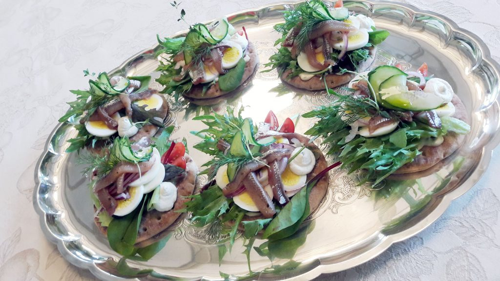 Suurlähetystössä keittiömestari Pasi Suhonen saa käyttää luovuuttaan ja ideoida monenlaisia annoksia. Suunnitteilla on myös ruokablogi. KUVA: PASI SUHONEN