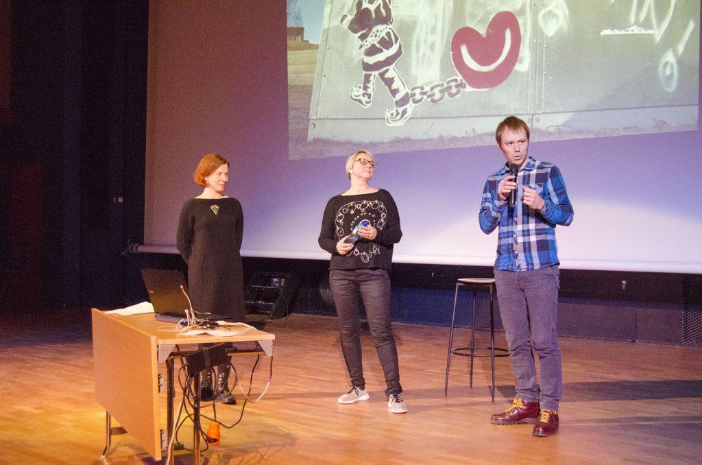 Florian Hiss, her sammen med Anna Kaisa Räisänen og Carola Kleemann, holdt foredraget «Er det lønnsomt å investere i flerspråklighet og minoritetsspråk?» under Flerspråkskonferansen i Lakselv. KUVAT HEIDI NILIMA MONSEN