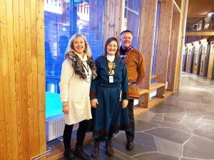 Nordkalottfolkets Kjellrun Wilhelmsen, Torill Bakken Kåven og Kjetil Romsdal er svært fornøyd med at et enstemmig Sameting ønsker å forsterke vernet av kvenske kulturminner. KUVA NORDKALOTTFOLKET