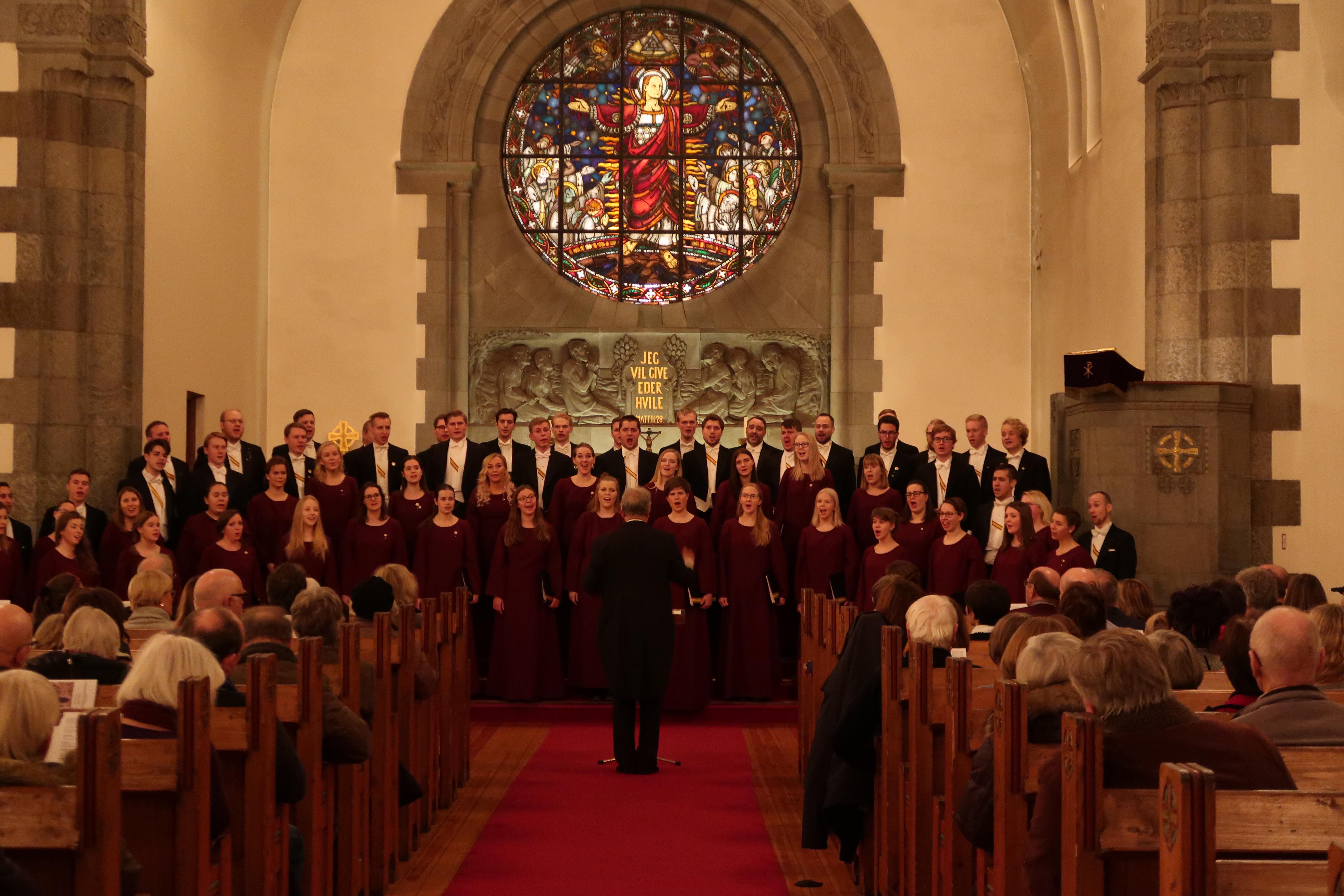 Harras joulutunnelma täytti Frognerin kirkon
