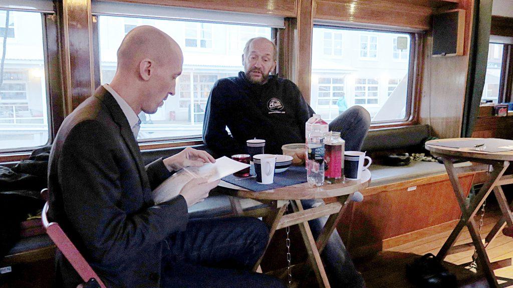 På sitt besøk i Tromsø i november møtte Elenius blant annet hvalguide Lauri Pietikäinen som kasta ut en ide om en hvalmesse i Stø til sommeren.