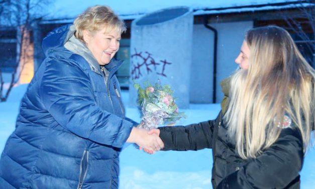 LYD: Staatinministeri kylästeli Alattiossa • Statsministerbesøk i Alta