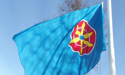 Dypt savnede balkongflagg er på vei