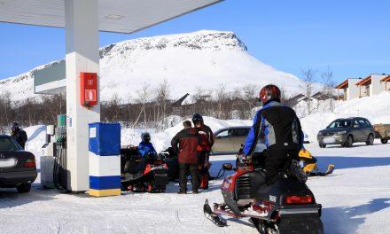 Pysy jäljen päälä! • Ikke fritt fram for snøskuterkjøring i Finland