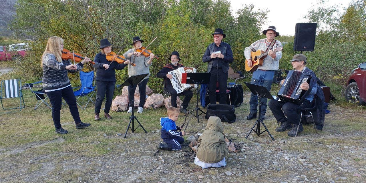 Musikkvido på finsk: «Oi Emma Emma»