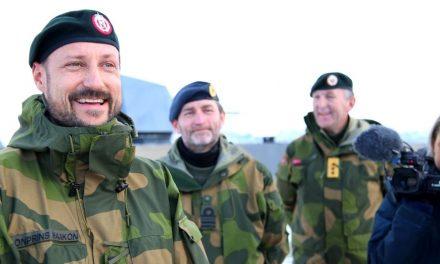 Kronprins Haakon besøker barna i Bærtua