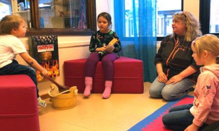 Lærer barna finsk i badstua